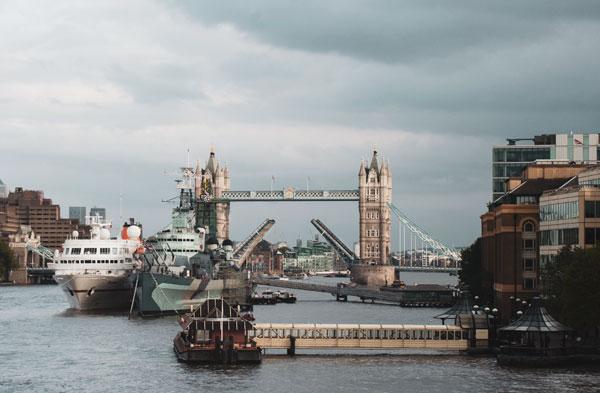 Tower Bridge Açılırken