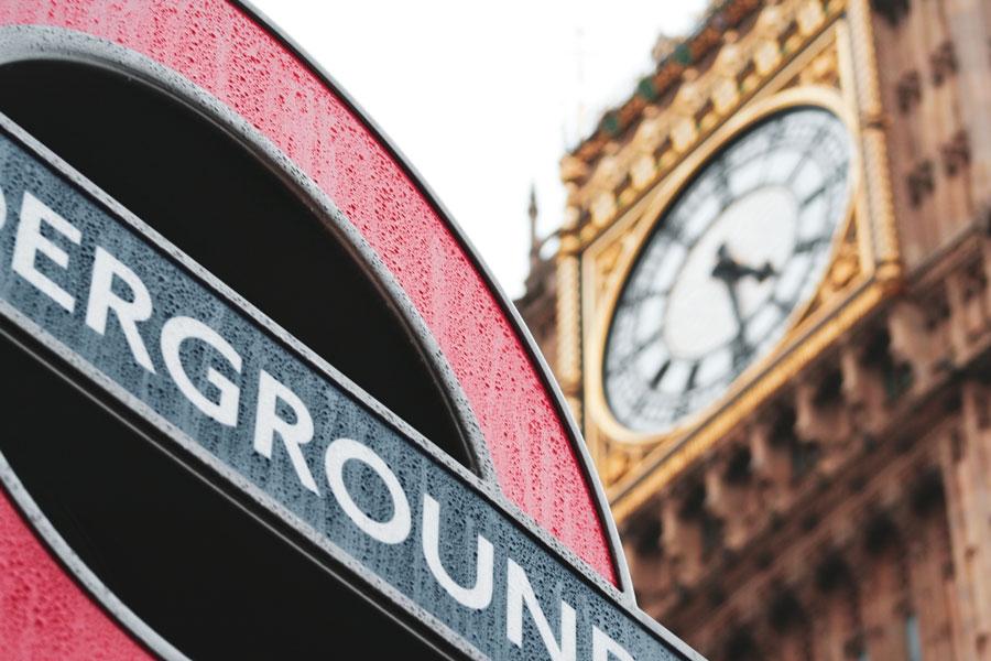 Big Ben ve Westminster Metro İstasyonu