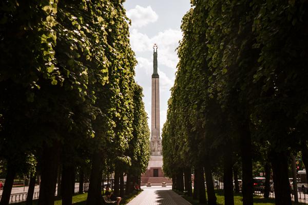 Riga gezilecek yeler - Özgürlük Heykeli
